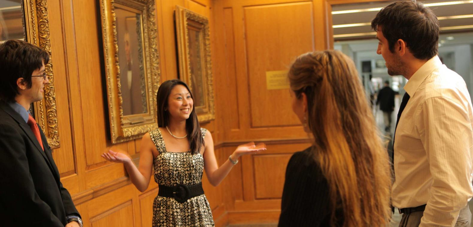 Student Gives Prospective Students a Tour